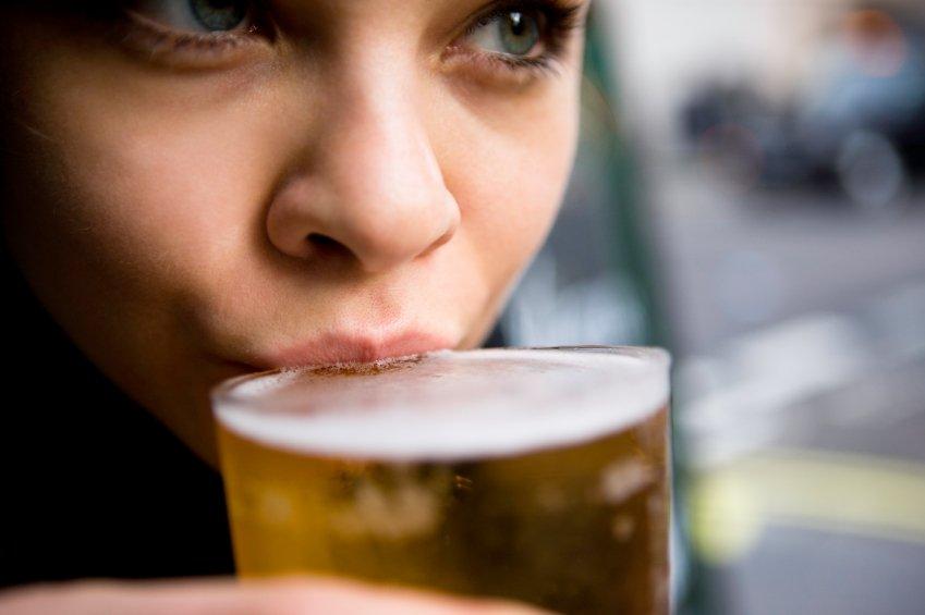 ¿La cerveza es beneficiosa para la salud femenina?