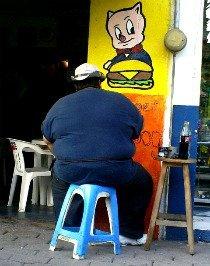 Insólito: le niegan la visa por ser demasiado gordo