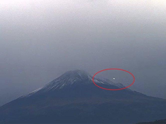 Video: un Ovni sobrevolando el volcán Popocatépetl