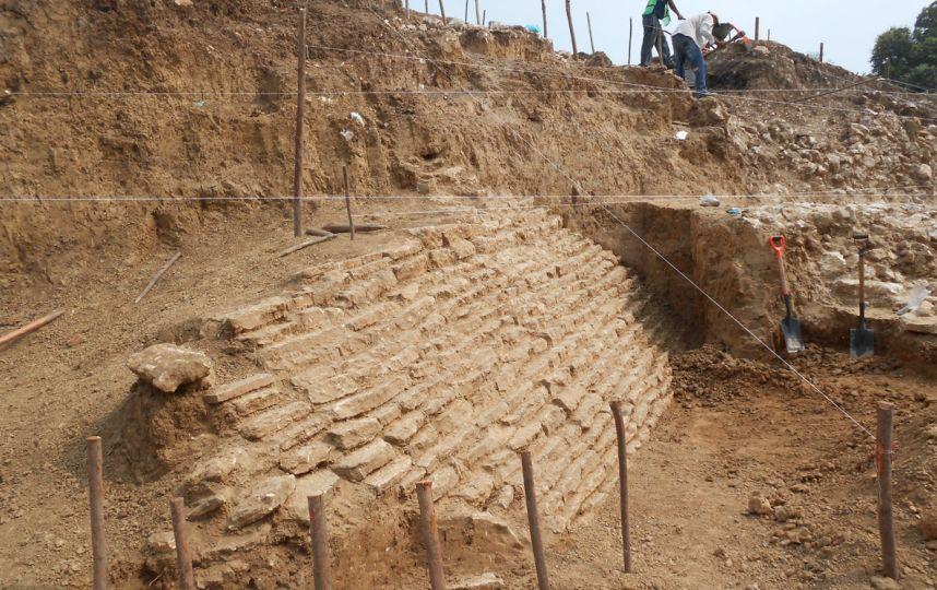 Hallan una pirámide y entierros prehispánicos en Veracruz