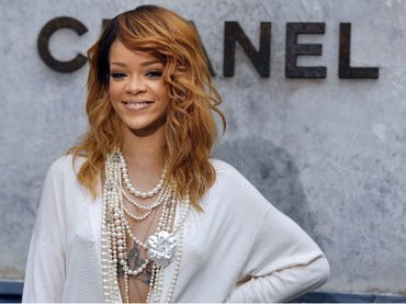Video: Así desafina Rihanna en un karaoke