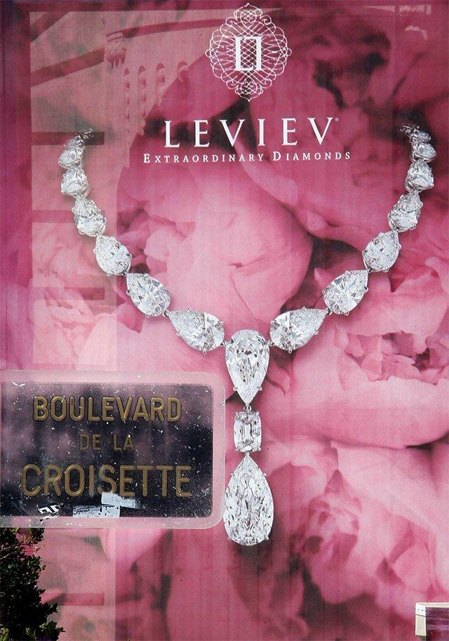 Francia: Roban 136 millones de dólares en joyas en hotel