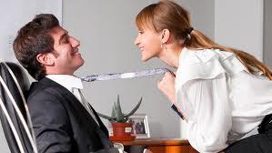 Video: Cómo intimar en la oficina sin ser descubierto