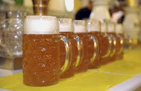 Hombre perdió la vida tras beber 7 litros de cerveza en concurso