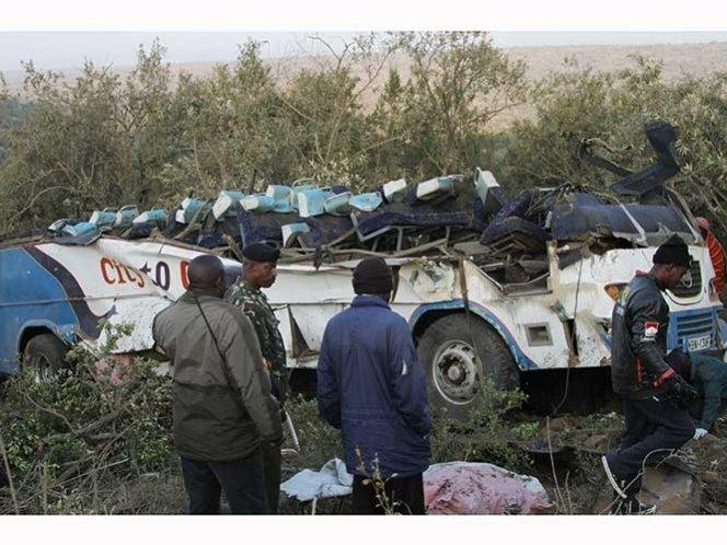 Kenia: autobús se estrella, deja 41 muertos