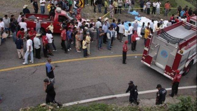 Estado de México: autobús cae al precipicio y deja nueve muertos