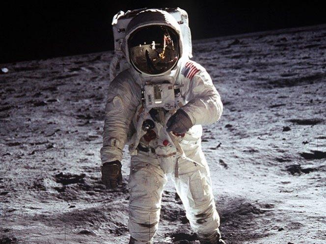 ¿Un cadáver se descompone en la Luna?