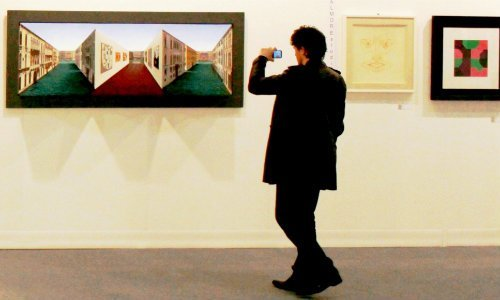 El verdadero peligro de sacar fotos en los museos