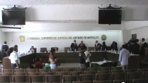 Pelea entre un magistrado y dos compañeros durante una sesión