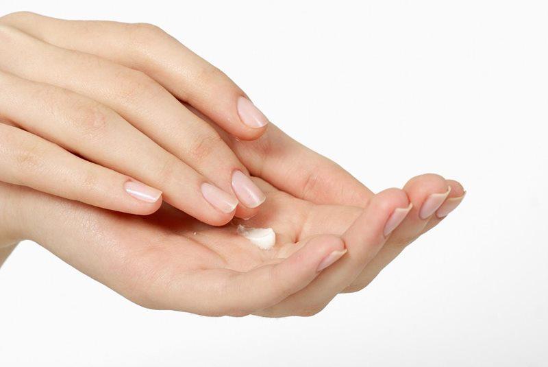 Tips para evitar que tus manos se vean deshidratadas