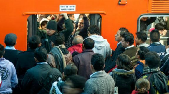 Videos: Así operan los 'carteristas' del metro