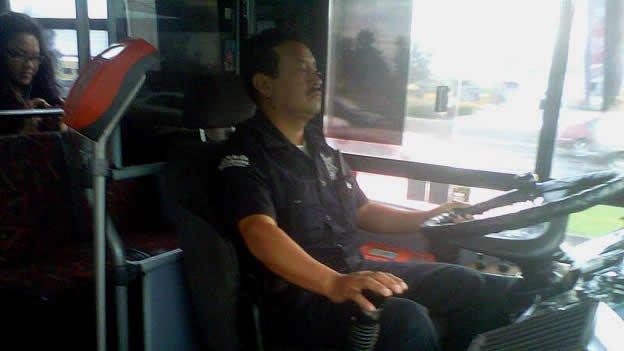 Policías de Querétaro manejan el transporte público