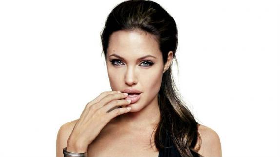 ¿Angelina Jolie tiene pocos años de vida?