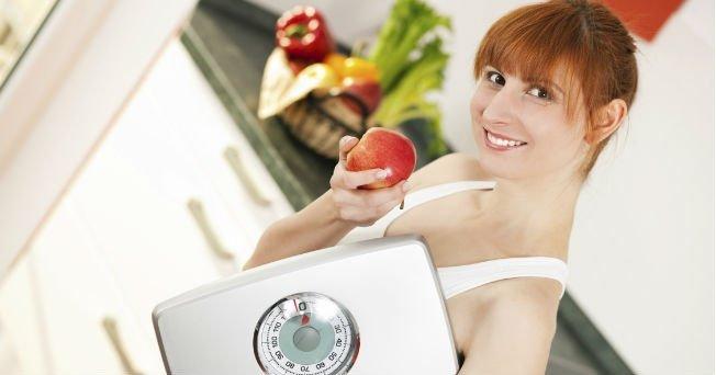 Cómo calcular cuántas calorías consumir por día