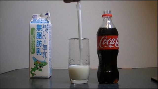 Video sorprendente: Qué pasa cuando mezclas leche con Coca Cola