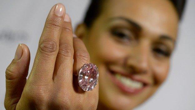 Foto: el diamante rosa de 60 millones de dólares