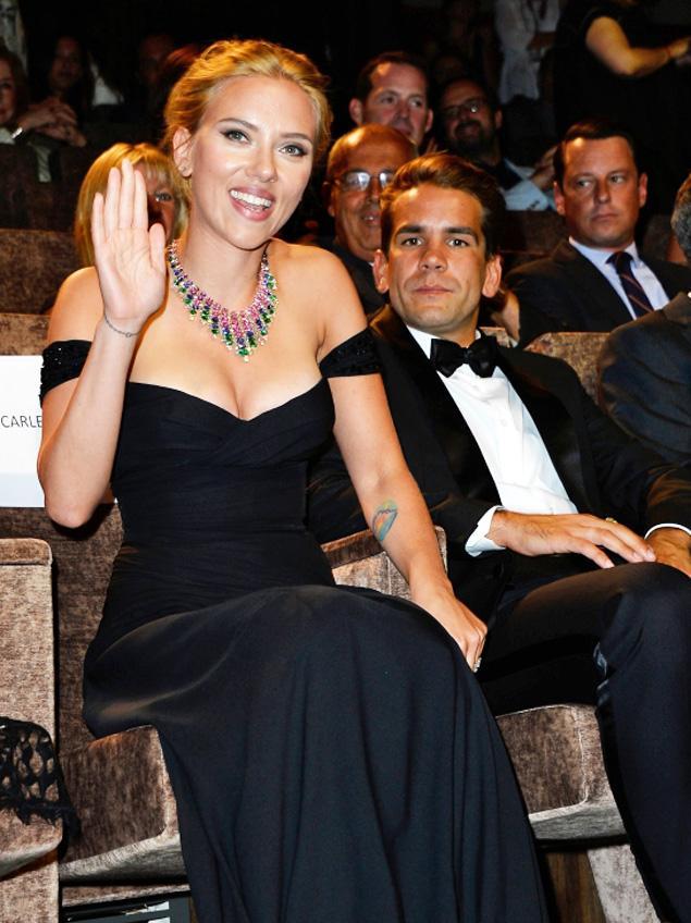 Scarlett Johansson se casa con el empresario Romain Dauriac