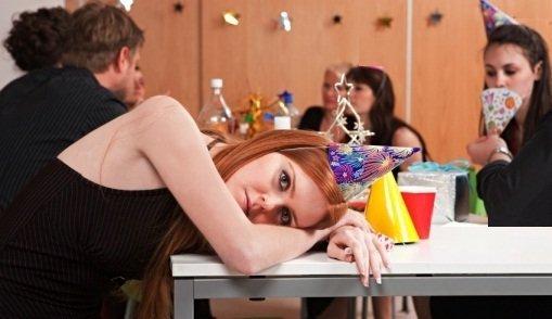 Recomendaciones para resistir una fiesta aburrida