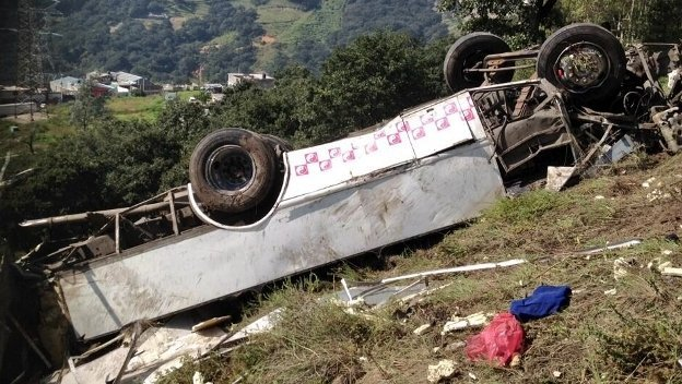 Volcadura de camión en el Estado de México deja al menos 14 muertos