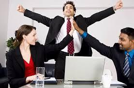¿Las personas felices tienen mejor rendimiento laboral?