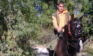 Emigra a Alemania en caballo para conseguir empleo
