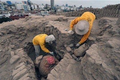 Descubren momias milenarias en Lima