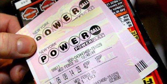 Insólito: En pleito con ex novia por premio de lotería