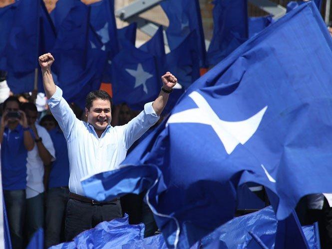 Orlando Hernández es oficializado como ganador en Honduras