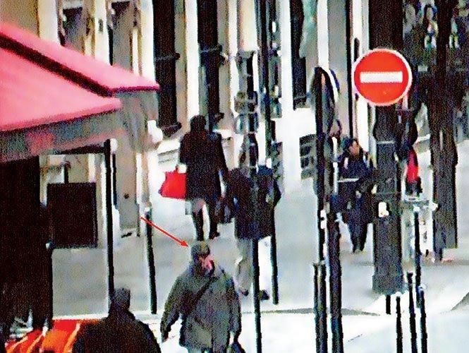 Un hombre armado con fusil aterra París - Vídeo