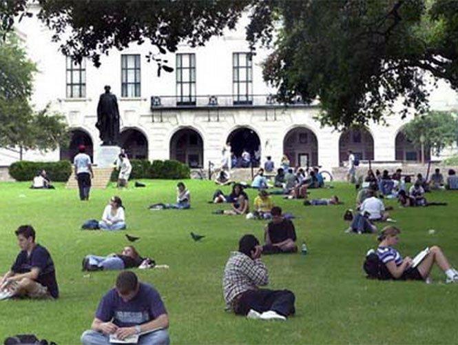 Universidad de Texas convoca a una 'cacería de indocumentados'