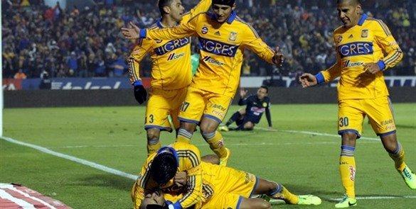 Luis Montes fué suspendido un juego