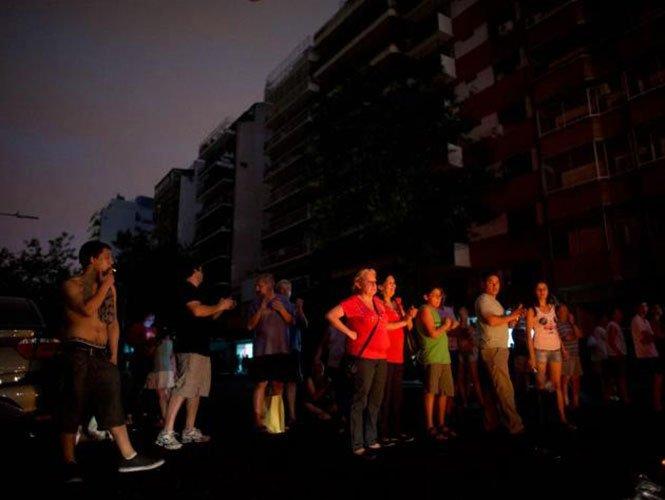 Argentina: Siguen sin luz 800 mil argentinos en histórica ola de calor