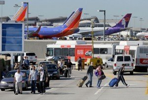 EUA pone en alerta a aeropuertos por bombas ocultas en zapatos