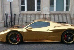 Mira la Ferrari de oro del campeón mundial de kickboxing - Fotos