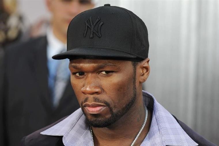 50 Cent ignora estado de emergência e diverte-se em bar de strip