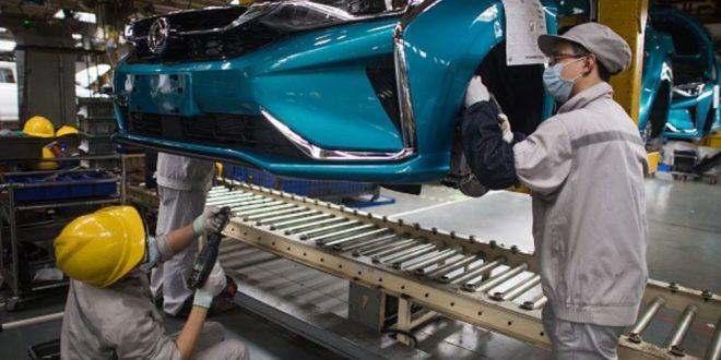 La industria automovilística se hunde y obliga a buscar otros sectores para invertir